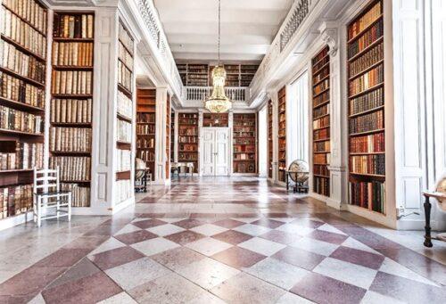 La salle des livres à la Carolina Rediviva. Elle a été restaurée à son aspect d'origine lorsque la bibliothèque a célébré son 350e anniversaire en 1970. Photo : Magnus Hjalmarsson